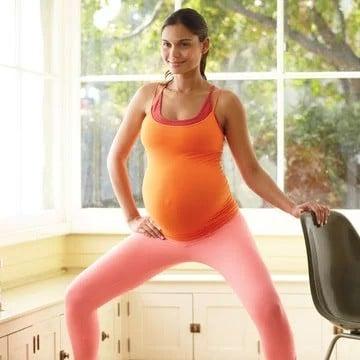 Esercizi per la donna incinta del sesto mese: il primo esercizio