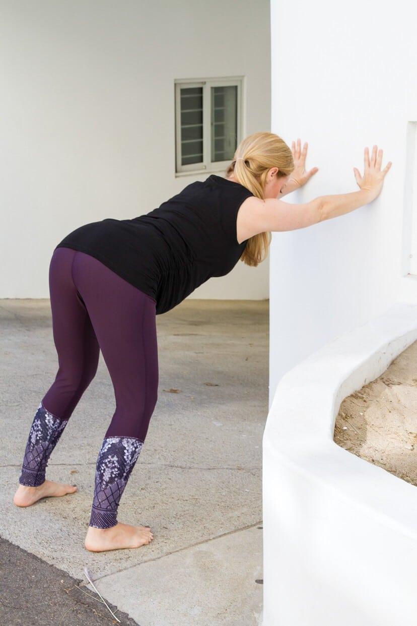Esercizi di yoga nel secondo trimestre di gravidanza: il primo esercizio