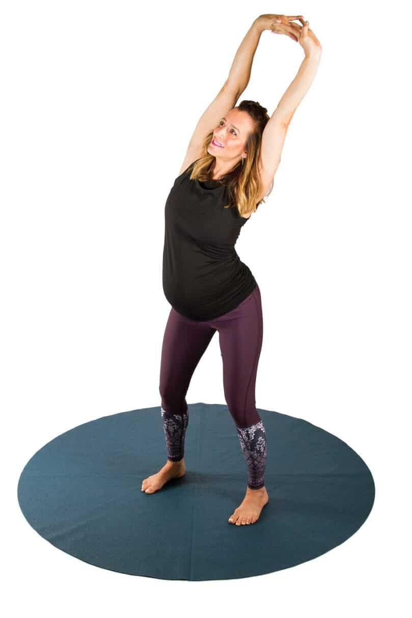 Esercizi di yoga nel terzo trimestre di gravidanza: il primo esercizio