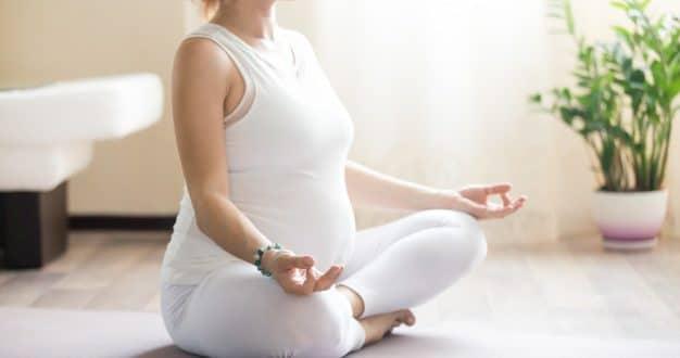 I migliori esercizi di yoga per le donne incinte