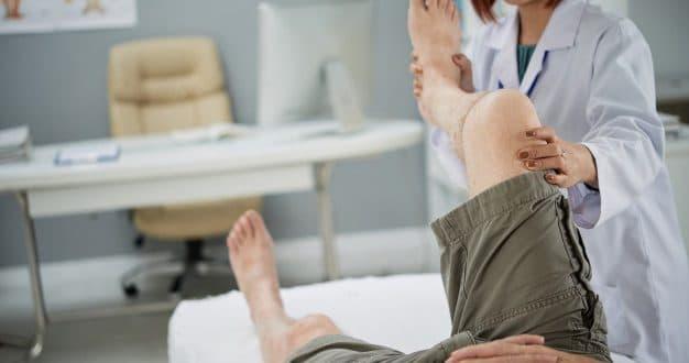 Qual è la relazione tra il dolore alla gamba sinistra di una donna incinta e il tipo di feto