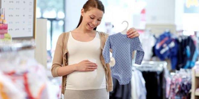 10 consigli per acquistare vestiti per il tuo neonato