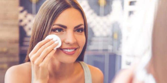 4 passaggi per pulire il viso da soli a casa