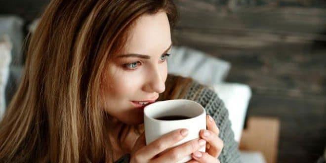 5 danni al caffè sulla pelle