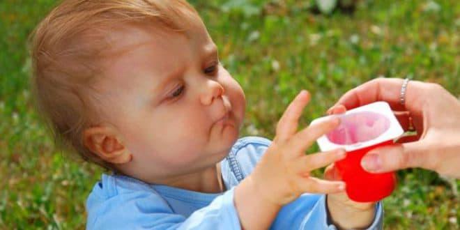 6 motivi per cui non dovresti servire yogurt alla frutta al tuo bambino