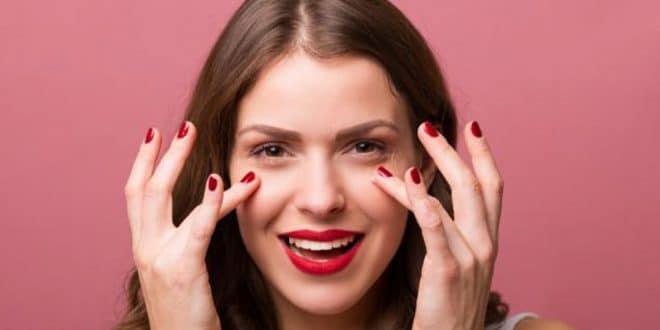 6 rimedi casalinghi per curare i seni sotto gli occhi