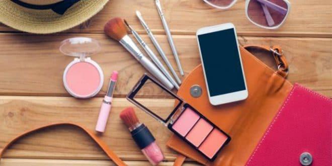 7 strumenti per il trucco che sono nella tua borsa
