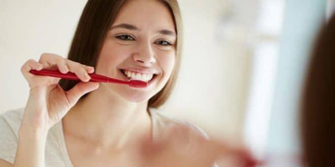 Alternative naturali al dentifricio