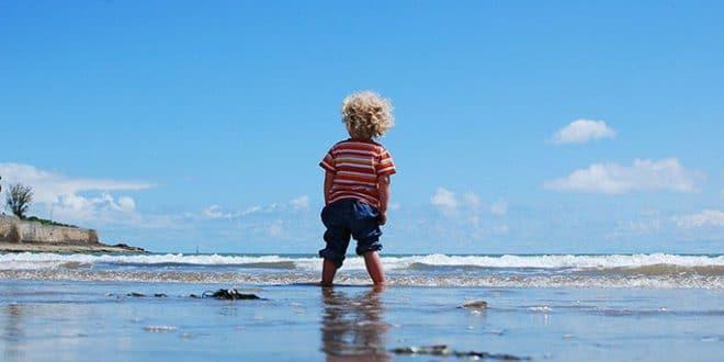 In spiaggia con un bambino: sul riposo in domande e risposte da un pediatra