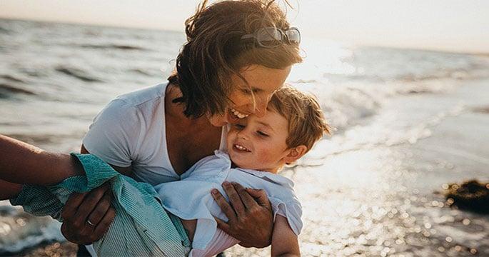 In spiaggia con un bambino: sul riposo in domande e risposte da un pediatra - Mia Gravidanza