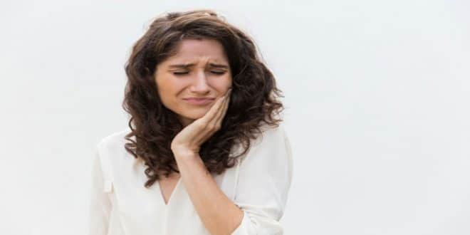 Qual è il trattamento per le piaghe della bocca e delle gengive?