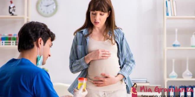Quali sono le cause del sangue nelle urine di una donna incinta?