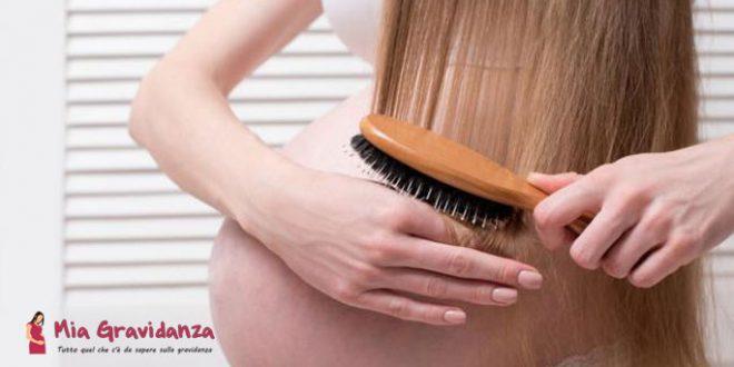 4 modi per trattare i capelli secchi durante la gravidanza