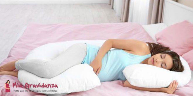 Dormire incinta sul lato destro è dannoso per il feto?